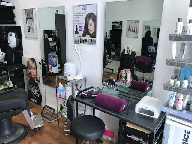 London Properties are pleased to offer to the market this A1/A2 unit property located on Dallow Road in the affluent area of Luton is currently trading as a successful Hair & Beauty Salon