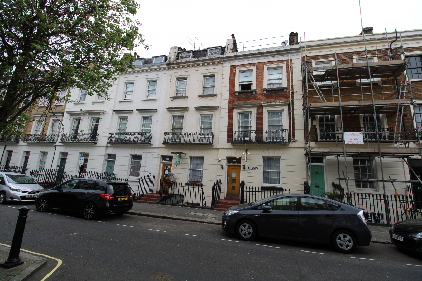 London Properties are pleased to offer to the market Established bed & breakfast 26 letting rooms Two interconnecting period buildings Close to Victoria Underground & Coach Station
