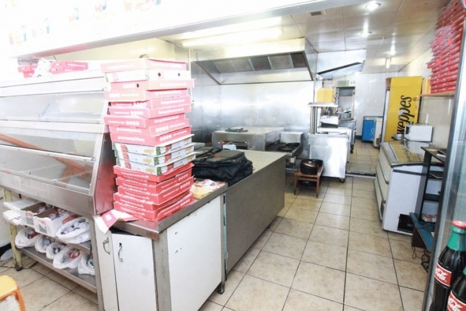 GOOD LOCAL REPUTATION QUICK SALE £65000 NOTTINGHAM TAKEAWAY BUSINESS